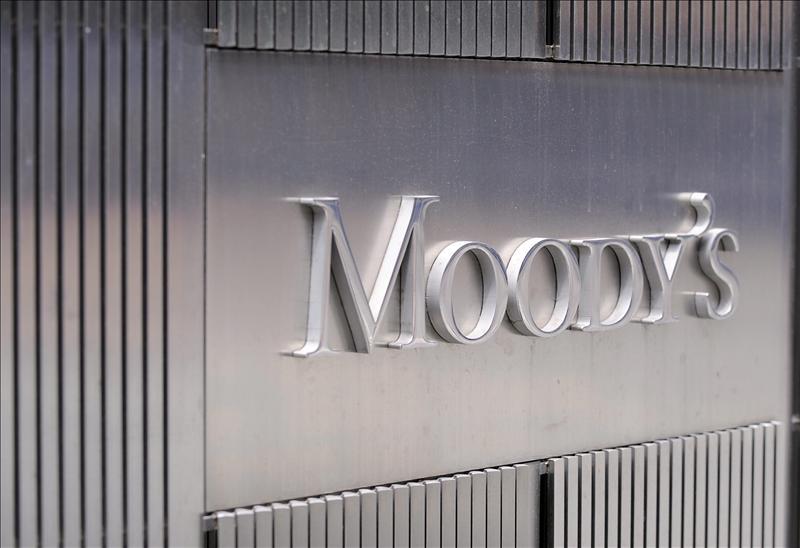 La prima de riesgo abre en 354 puntos básicos tras la amenaza de Moody's