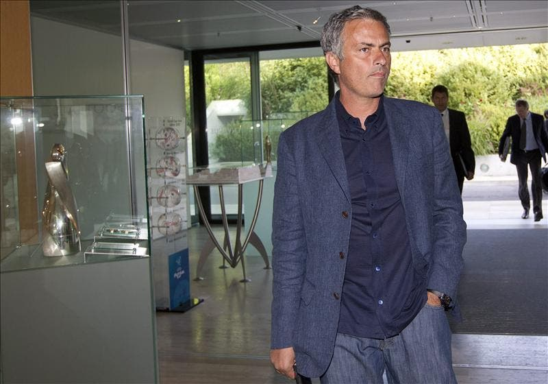 Mourinho llega a la UEFA sin hacer declaración alguna a la entrada