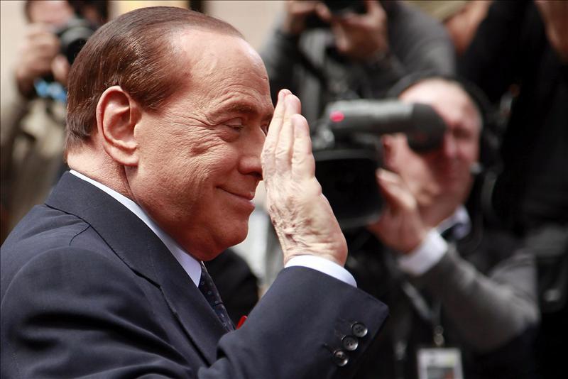 Berlusconi será operado hoy del túnel carpiano de la mano derecha