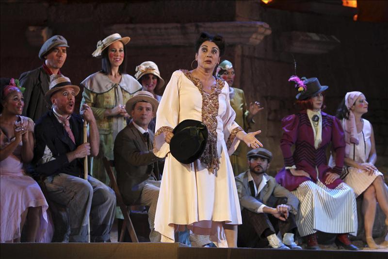 """Isabel Ordaz cree que """"la sociedad no debe perder de vista el teatro para espejearse"""""""