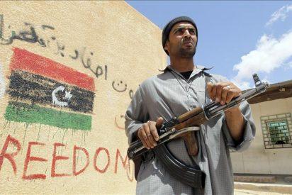Bengasi reconoce que el general insurgente Yunis fue asesinado por rebeldes