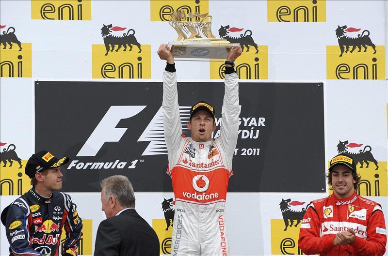 Button, como pez en el agua, y Alonso, en el podio, pierde opciones al título