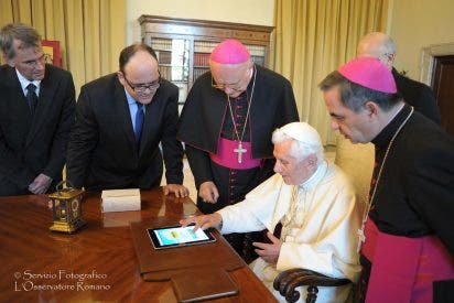 Gustavo Entrala, el 'tuitero' del Papa Ratzinger