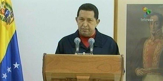 El médico cubano se equivocó y tuvo que operar a Chávez un español