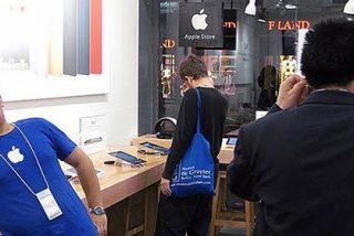 Los falsificadores chinos hasta 'clonan' tiendas de Apple