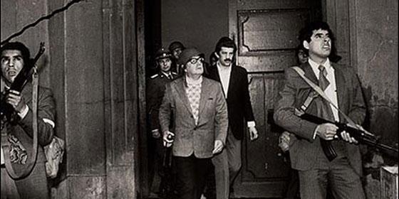Salvador Allende se suicidó con el fusil que le regaló Fidel Castro