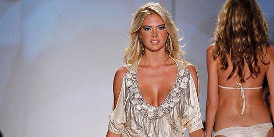 Miami se pone al 'rojo vivo' con una colección de bikinis para novias