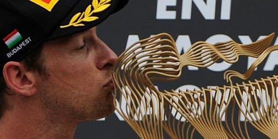 El inglés Button vence en Hungría por delante de Vettel y Alonso