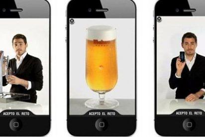 Iker Casillas te enseña cómo tirar una cerveza Mahou a través del iPhone