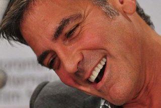 Tranquilas señoras, porque el bello George Clooney no es gay