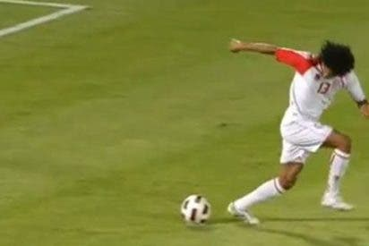 Un futbolista emiratí podría ser sancionado por marcar un penalti de tacón