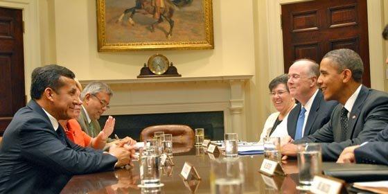 """Ollanta Humala y Obama mantienen una """"amigable"""" reunión en la Casa Blanca"""