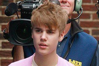 La Policía confunde a Justin Bieber con un niño al volante y lo detiene