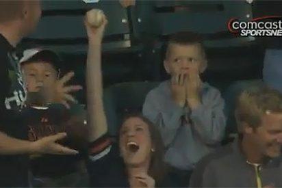 El berrinche de un niño en un partido de béisbol, lo más visto en Internet