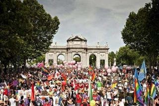 El Orgullo gay se vuelca contra la visita del papa