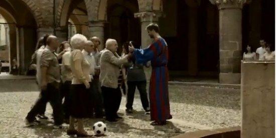 Piqué se convierte en monje azulgrana en Italia