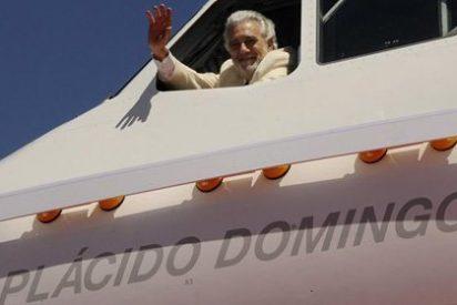 Plácido Domingo ya tiene un avión de Iberia con su nombre