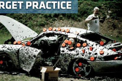 Video / Estos americanos están locos: 10.000 tiros a un Porsche 911 'mal aparcado'