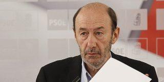 Un disidente en El País amarga la coronación de Rubalcaba