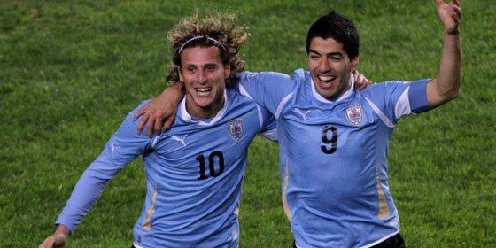 Suárez y Forlán meten a Uruguay en la final