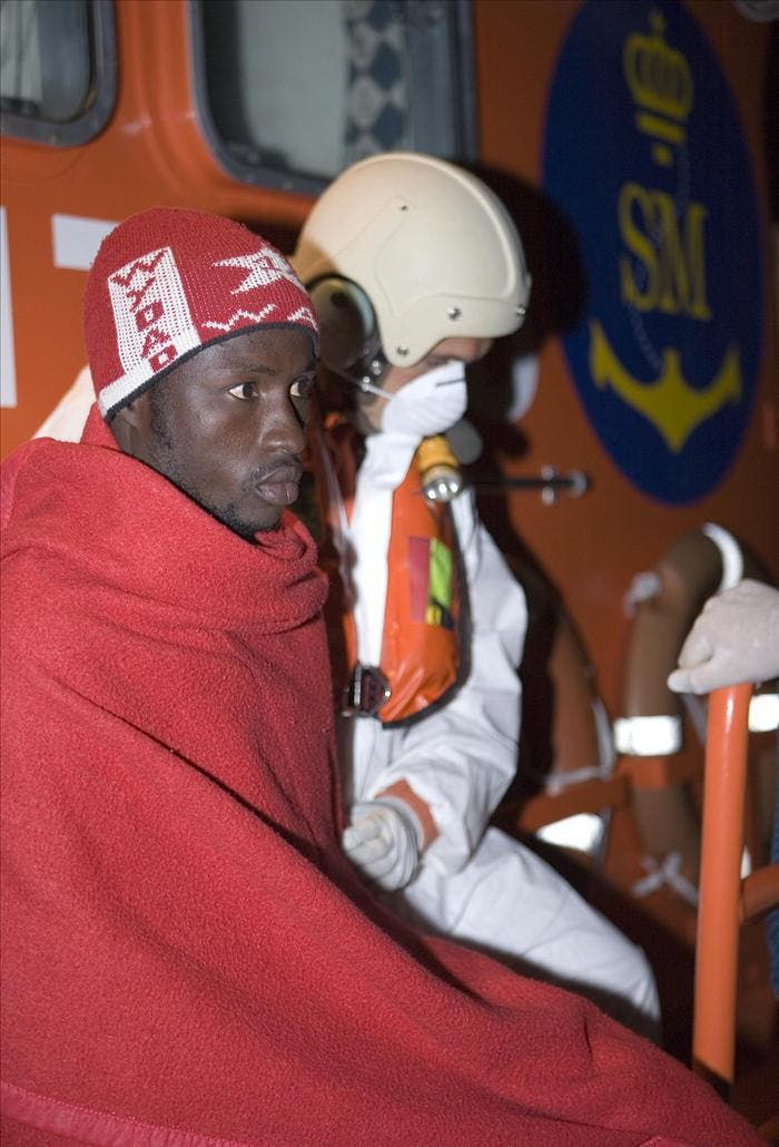 Rescatan dos balsas en el Estrecho con 15 inmigrantes a bordo