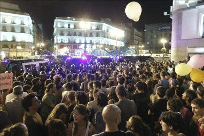 """Desalojada la veintena de """"indignados"""" que permanecía en la Plaza Mayor"""