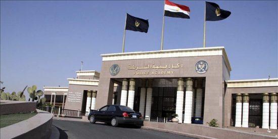 Pedradas entre partidarios y opositores a Mubarak ante sede del tribunal en el que hoy será juzgado