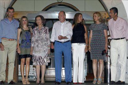El rey, distinguido por su apoyo a la vela en una cena que reúne a la Familia Real en Palma