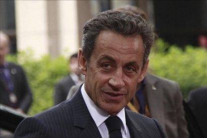 Sarkozy hablará hoy con Zapatero y Merkel sobre la situación de la zona euro