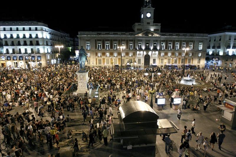 """Los """"indignados"""" consiguen entrar en Sol después de tres días de protestas"""