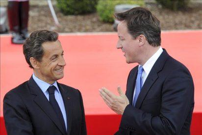 Cameron y Sarkozy coordinan acciones ante los problemas en la zona euro y EEUU