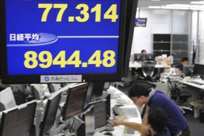 Asia logra amortiguar las fuertes pérdidas tras un arranque cargado de pánico