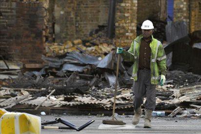 Londres vive una jornada más calmada y otras ciudades sufren actos de vandalismo