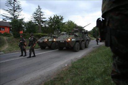 Los serbios de Kosovo empiezan a retirar las barricadas en la frontera serbia