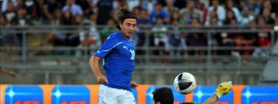2-1. Italia castiga con fortuna a una España lastrada en defensa
