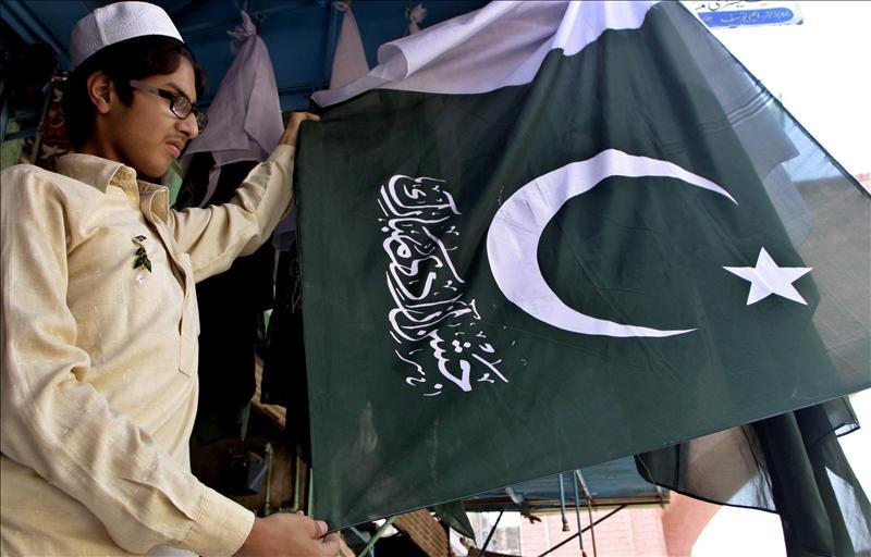 Al menos cinco muertos, entre ellos un niño, por una bomba en Pakistán