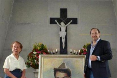 """Rosas, gladiolos y añoranza ante la tumba del hombre que dio vida a """"Cantinflas"""""""