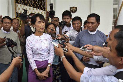 Suu Kyi tantea con su primer viaje político las nuevas libertades en Birmania