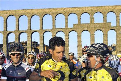 Pedro Delgado y Miguel Indurain marchan juntos con 2.100 ciclistas en Segovia