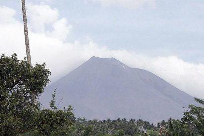 El volcán Soputan entra en erupción en Indonesia