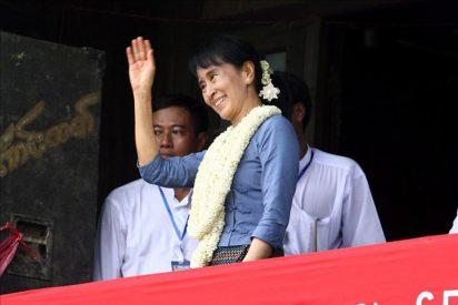 Suu Kyi dedica su primer viaje político a la educación y la unidad birmanas