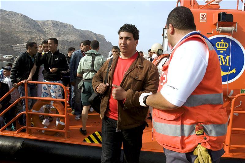 Rescatados 59 inmigrantes de tres pateras frente a las costas de Almería