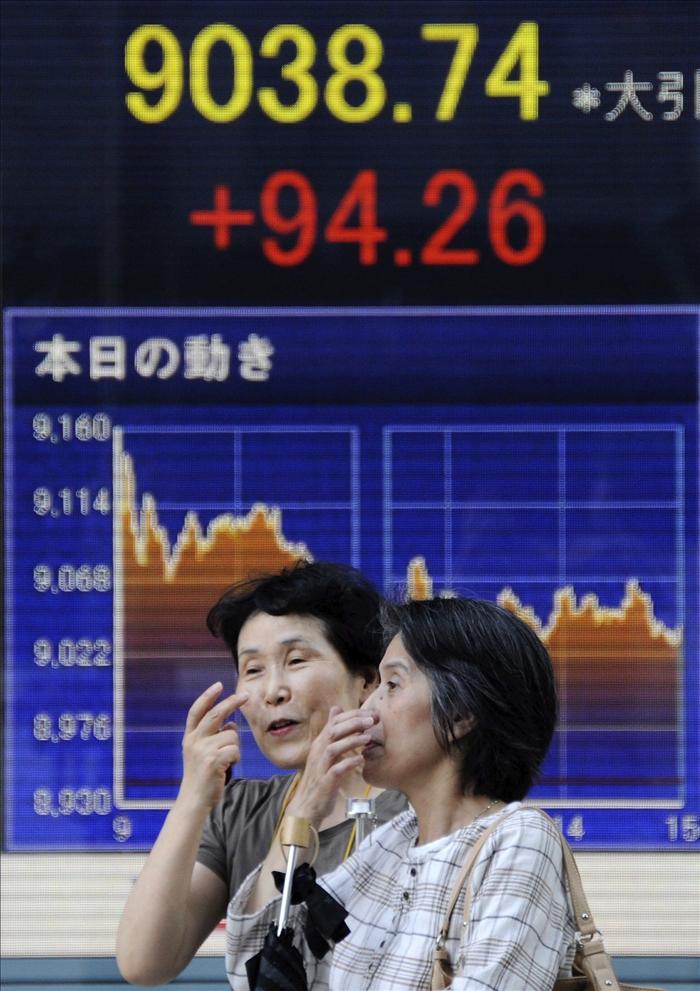 El Nikkei baja 113,5 puntos, el 1,25 por ciento, hasta 8.943,76 puntos