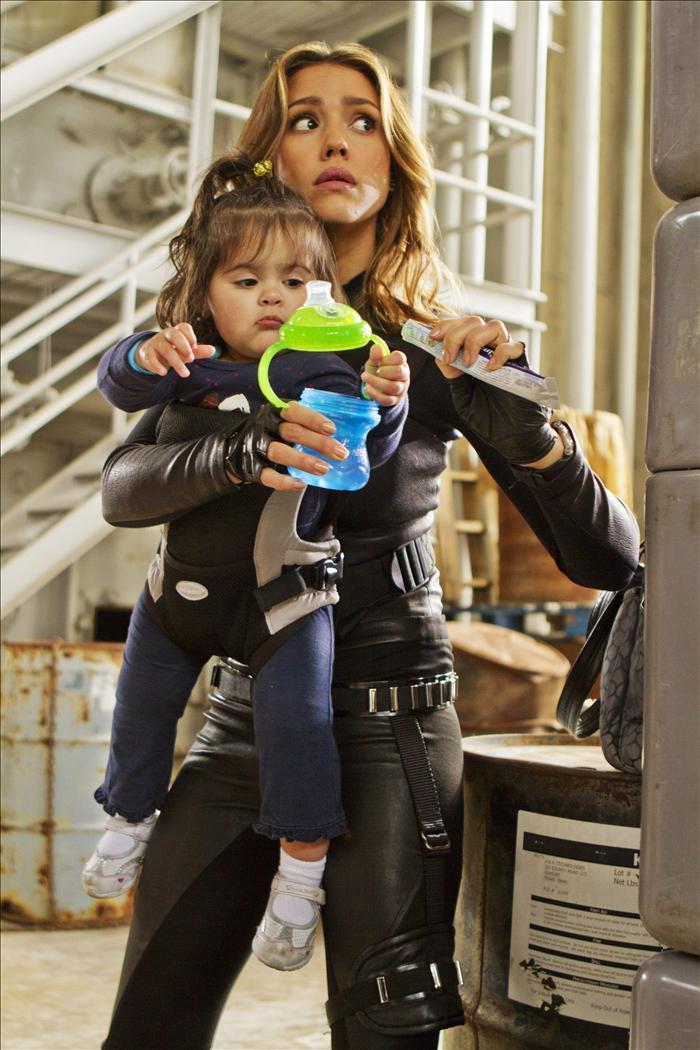 Jessica Alba, una madre trabajadora dentro y fuera de la pantalla