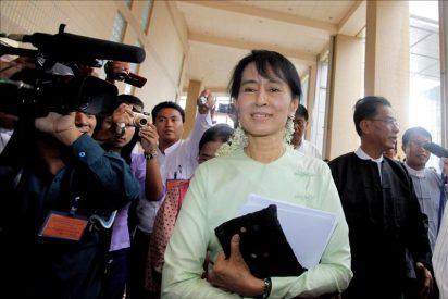 """La líder opositora """"satisfecha"""" tras su entrevista con el presidente birmano"""