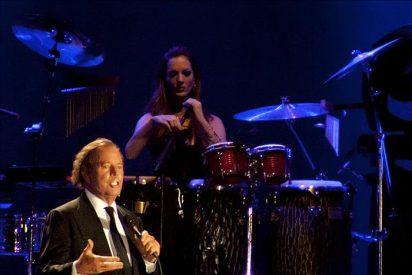 Una tormenta retrasa más de 2 horas el concierto de Julio Iglesias en Ávila