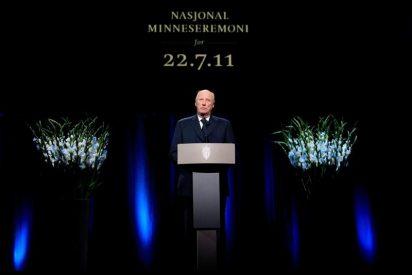 El rey Harald defiende la democracia multicultural noruega tras los atentados