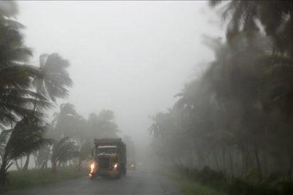 """El huracán """"Irene"""" se encamina hacia EEUU mientras azota al Caribe"""
