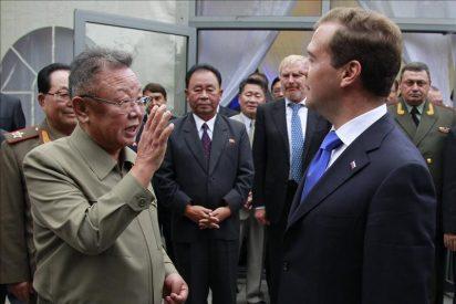 Medvedev y Kim hablaron del programa nuclear norcoreano en cumbre en Rusia