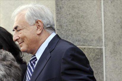 """Strauss-Kahn no tiene planes """"inmediatos"""" de volver a Francia"""